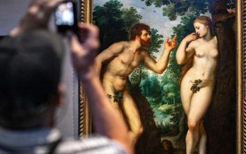 Τέμπλο σε εκκλησία δείχνει γκέι ζευγάρια αντί για τον Αδάμ και την Εύα στον Παράδεισο
