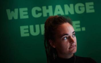 Καρόλα Ρακέτε: Ελεύθερη και με τη βούλα του Ανώτατου Δικαστηρίου η καπετάνισσα που μετέφερε μετανάστες στη Λαμπεντούζα