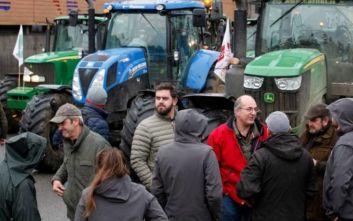 Ολλανδία: Οι αγρότες κλείνουν τους δρόμους οργισμένοι για τους περιβαλλοντικούς κανονισμούς
