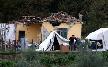 Σεισμός στην Αλβανία: Φοβούνται να γυρίσουν στα σπίτια τους οι σεισμοπαθείς στο Δυρράχιο