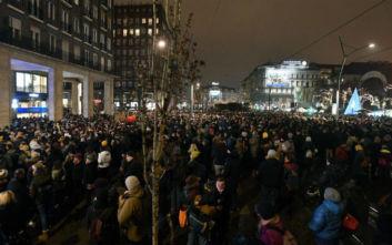 Ουγγαρία: «Γουρούνια, κάτω τα χέρια σας από το θέατρο»