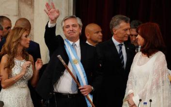 Αργεντινή: Πανηγυρισμοί, ζητωκραυγές και το σήμα της νίκης στην ορκωμοσία του νέου προέδρου