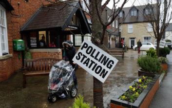Εκλογές στη Βρετανία: Οι Τόρις «έσπασαν το κόκκινο τείχος» στα Μίντλαντς