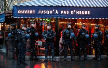 Παρίσι: Νεκρός ο άνδρας που απείλησε με μαχαίρι αστυνομικούς