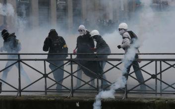 Χημικά και συγκρούσεις στη Γαλλία: Πορείες κατά του συνταξιοδοτικού