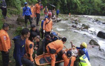 Ινδονησία: Στους 28 αυξήθηκαν οι νεκροί από την πτώση λεωφορείου σε χαράδρα στη Σουμάτρα