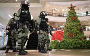 Χονγκ Κονγκ: Ένταση και χημικά με φόντο τον χριστουγεννιάτικο στολισμό