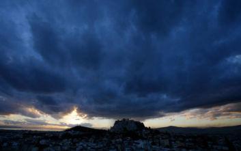 Καιρός: Επιδείνωση από το βράδυ της Τρίτης – Βροχές, καταγίδες και κατά τόπους ισχυρά φαινόμενα