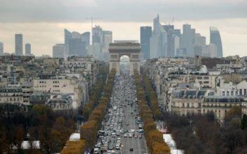 Τρόμος στο Παρίσι: Γυναίκα βγήκε από το αυτοκίνητο της και μαχαίρωσε δυο πεζές