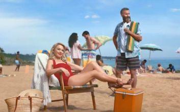 Η Κάιλι Μινόγκ καλεί τους Βρετανούς να «επισκεφθούν τους φίλους τους στην Αυστραλία»