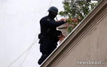 Αστυνομική επιχείρηση στο Κουκάκι: Αντιδράσεις από πολίτες, ΕΚΑΜ τους ακινητοποίησαν σε ταράτσα