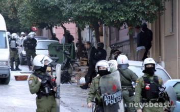 Κουκάκι: «Άτομο προσπάθησε να πάρει το όπλο αστυνομικού»