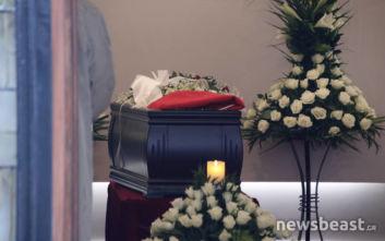 Το αντίο των φίλων στον Θάνο Μικρούτσικο: «Κυλάει στο αίμα μου»