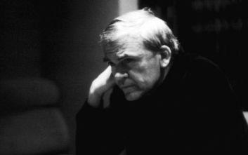 Σαράντα χρόνια μετά, ο συγγραφέας Μίλαν Κούντερα ξαναπαίρνει την τσεχική υπηκοότητα