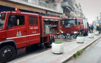 Φωτιά σε διαμέρισμα στη Θεσσαλονίκη, απεγκλωβίστηκε ο ένοικος