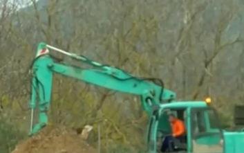 Καβάλα: Σκάβουν αντιπροσωπεία αυτοκινήτων για να βρουν 4,2 εκατομμύρια ευρώ