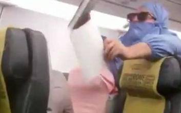 Χαμός σε αεροπλάνο για έναν... κουραμπιέ