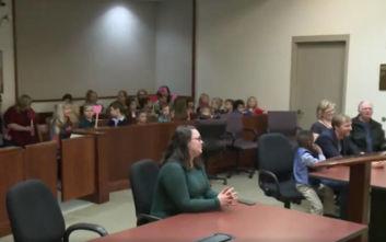 Πεντάχρονος πήγε στο δικαστήριο με υποστηρικτές όλο το νηπιαγωγείο