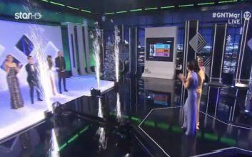 GNTM 2: Η αμήχανη στιγμή που η Βίκυ Καγιά ανακοινώνει ότι οι νικήτριες είναι δύο