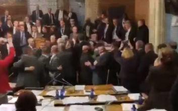 Χαμός στο κοινοβούλιο στο Μαυροβούνιο, συνελήφθησαν 18 βουλευτές