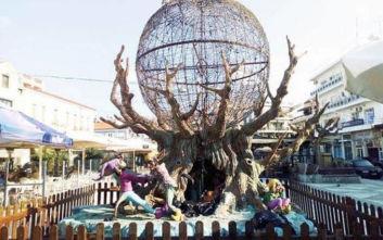 Ο Χριστουγεννιάτικος στολισμός στο Αίγιο έφερε έντονες αντιδράσεις: «Βάλανε τους Σατανάδες»