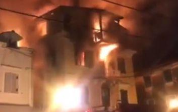 Φωτιά στην Κέρκυρα: Γυναίκα πήδηξε με το παιδί της για να σωθεί, οι πρώτες εικόνες