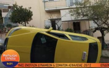 Υμηττός: Ταξί αναποδογύρισε στη μέση του δρόμου