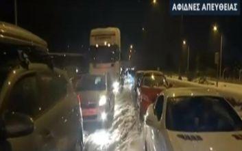 Βίντεο από την Εθνική οδό Αθηνών - Λαμίας: Εγκλωβισμένοι οδηγοί για ώρες