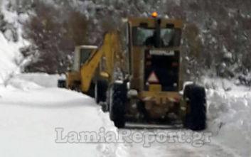 Κακοκαιρία Ζηνοβία: Πάνω από μισό μέτρο χιόνι στην Καρυά Καμένων Βούρλων