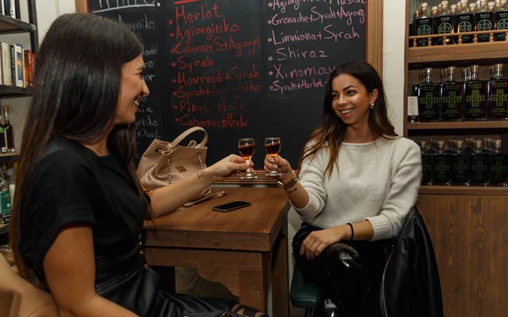 Το Roots Rakomelo Pop-Up Bar άνοιξε τις πόρτες του – Newsbeast