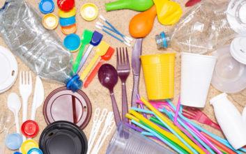 Τέλος στα πλαστικά μιας χρήσης από το 2021: Τα 10 προϊόντα που θα αποσυρθούν