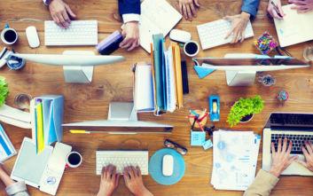 Η νέα εργασιακή τάση που αναγκάζει τους υπαλλήλους να ψάχνουν γραφείο… κάθε μέρα