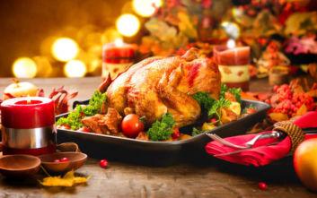 Χριστουγεννιάτικο τραπέζι: Μικρή μείωση του κόστους στις μεγάλες αλυσίδες σουπερμάρκετ