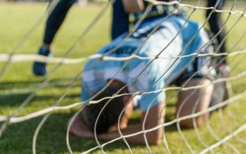 Ποδοσφαιριστής τραυματίστηκε σοβαρά σε γήπεδο στη Σπάρτη και τον μετέφεραν με ΙΧ