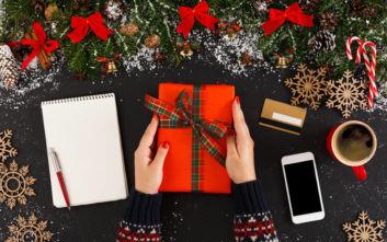 Πώς να ψωνίσετε δώρα για τις γιορτές χωρίς να… χρεοκοπήσετε