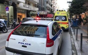 Θεσσαλονίκη: Άνδρας έπεσε στο κενό από πολυκατοικία σε κεντρικό δρόμο
