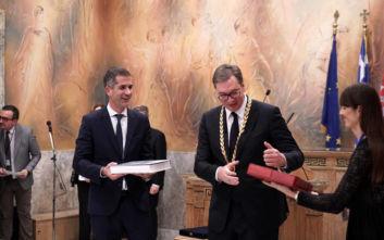 Το Χρυσό Μετάλλιο Αξίας της Πόλεως των Αθηνών στον Σέρβο πρόεδρο από τον δήμαρχο