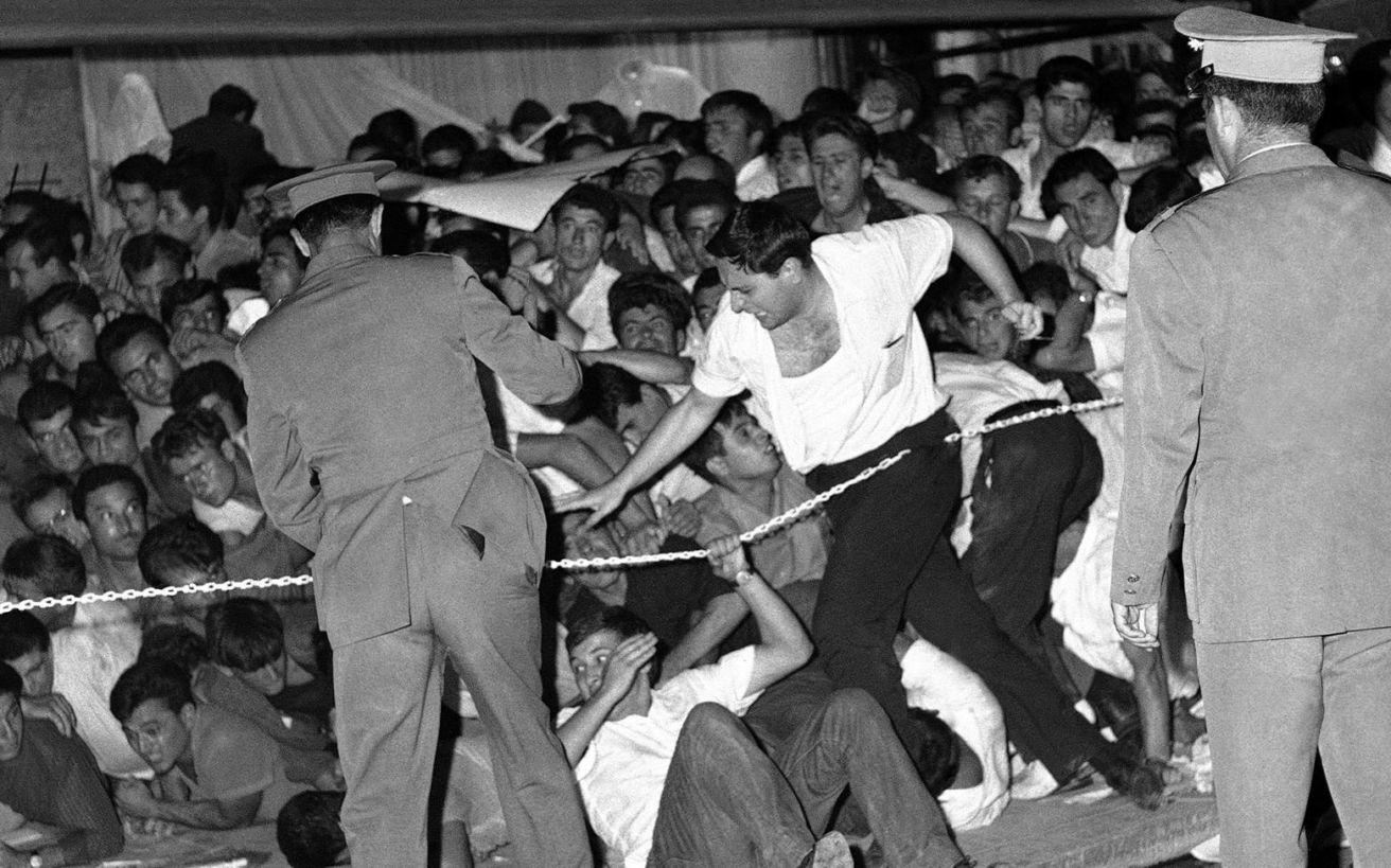 Η δολοφονία του φοιτητή Σωτήρη Πέτρουλα στα Ιουλιανά του 1965 και ο αγώνας της οικογένειας να πάρει πίσω το πτώμα