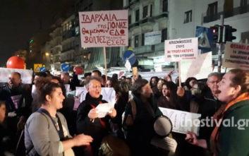Θεσσαλονίκη: Διαμαρτυρία για τα αρχαία του Μετρό - Τα ιδιαίτερα κάλαντα των διαδηλωτών