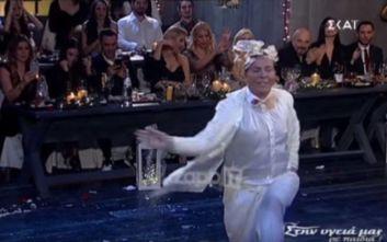 Ο Λάκης Γαβαλάς σε έναν ανεπανάληπτο χορό στον «Μπαλαμό»