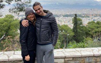 Αγκαλιά με την Μαρέβα στο Λυκαβηττό ο πρωθυπουργός Κυριάκος Μητσοτάκης