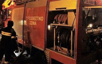 Θεσσαλονίκη: Κάηκε ολοσχερώς αυτοκίνητο που βρισκόταν σε συνεργείο