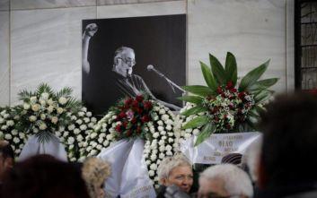 Θάνος Μικρούτσικος: «Κι εγώ μόνο να τον αγαπώ ήξερα»