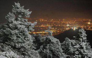 Κακοκαιρία Ηφαιστίων: Χιονοπτώσεις στην Αττική στη διάρκεια της νύχτας