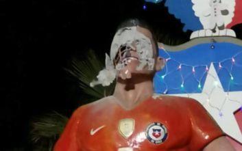 Βανδάλισαν το άγαλμα του Αλέξις Σάντσες στη Χιλή