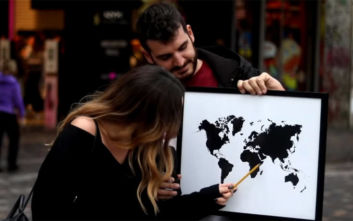 Απίστευτο βίντεο από την Αθήνα: Περαστικοί δεν βρίσκουν την Ελλάδα στον χάρτη