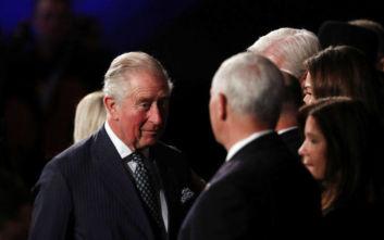 Ο Κάρολος προσπέρασε τον Πενς και τα ανάκτορα διαβεβαιώνουν ότι δεν τον σνόμπαρε