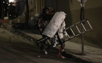 Κουκάκι: Εκκενώθηκαν οι δύο ανακαταλήψεις - Συλλήψεις αντιεξουσιαστών και τραυματισμοί αστυνομικών