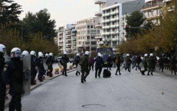 Ένταση στην Ευελπίδων κατά τη μεταγωγή των συλληφθέντων στο Κουκάκι