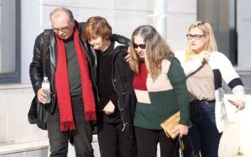Η συγκλονιστική στιγμή που ο πατέρας της Ελένης Τοπαλούδη μεταφέρει με το αεροπλάνο τη νεκρή κόρη του